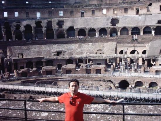 โคลอสเซียม: vista de las ruinas del coliseo Romano