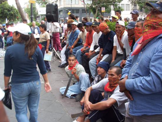 เม็กซิโกซิตี, เม็กซิโก: Sono stati arrestati dei contadini che protestavano per l'occupazione delle loro terre ad opera