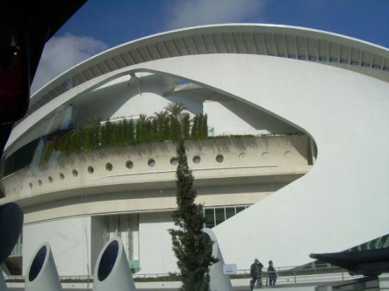วาเลนเซีย, สเปน: Valencia, España  auditorium, ciudad de las ciencias y de las artes de valencia
