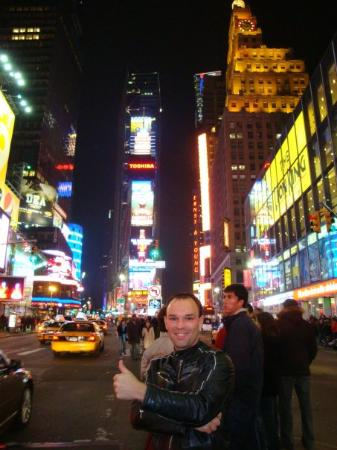 จตุรัสไทม์ส: So - it's my first night in NYC and all I can say... it's amazing! You've got to watch as well t