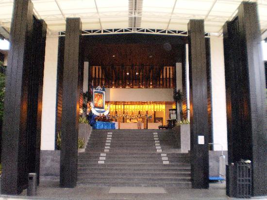 เซ็นทารา กะรน รีสอร์ท ภูเก็ต: Front entrance