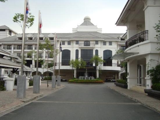 โรงแรมอินเตอร์คอนติเนนตัลฮานอยเวสเลค: Entrance to the InterContinental Hotel Hanoi Westlake, Vietnam.
