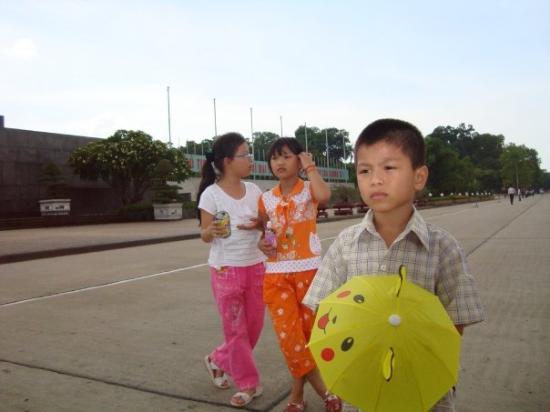 ฮานอย, เวียดนาม: Cute VN kids.