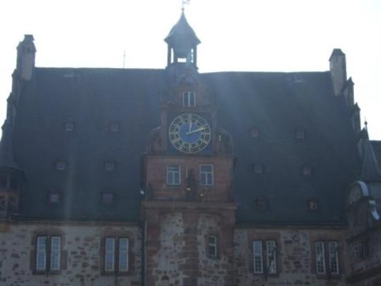 Marburg, เยอรมนี: The rooster town hall
