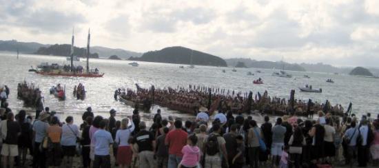 เซิร์ฟเฟอร์สพาราไดซ์, ออสเตรเลีย: Waaka launching at Waitangi 2009