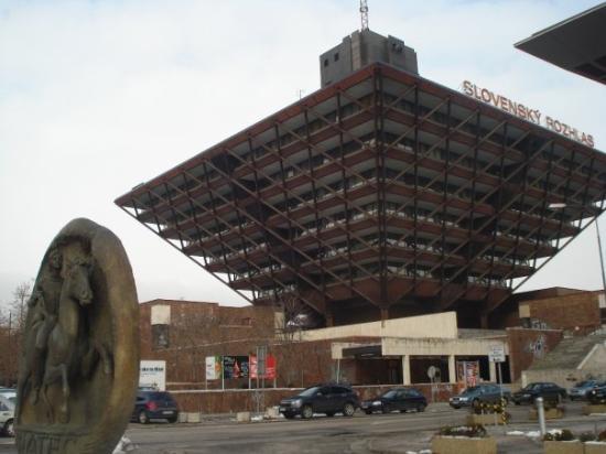 บราติสลาวา, สโลวะเกีย: Radiostation in form of upside down pyramid