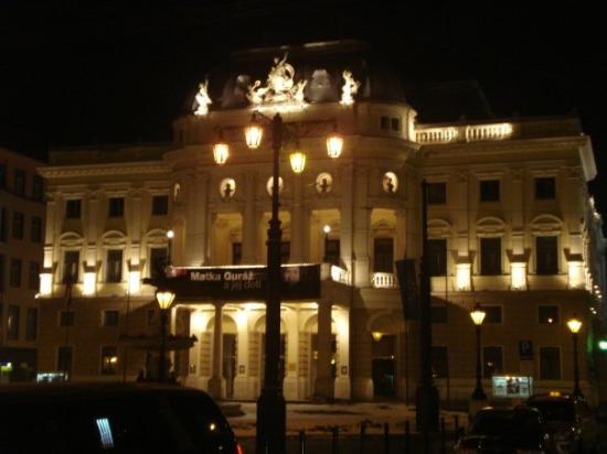 บราติสลาวา, สโลวะเกีย: And by night