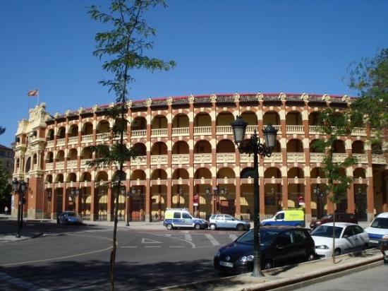 ซาราโกซา, สเปน: the bull fighting arena in Zaragoza