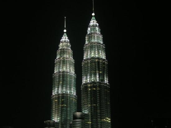 กัวลาลัมเปอร์, มาเลเซีย: Malesia-Petronas Towers notturne