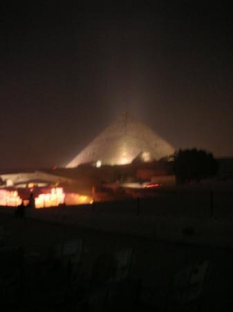 ฮูร์กาดา, อียิปต์: La piramide illuminata..