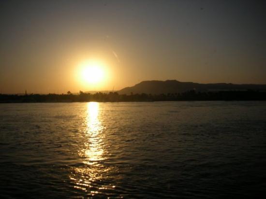 ฮูร์กาดา, อียิปต์: Tramonto sul Nilo.