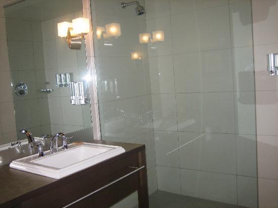 Hotel Mortagne: bathroom 1
