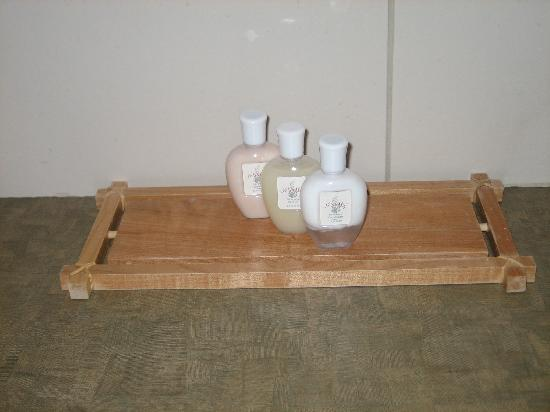 Hotel Mortagne: shampoo, lotion and conditioner (front bottle)