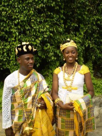 Abidjan, โกตดิวัวร์: tenues traditionnelles