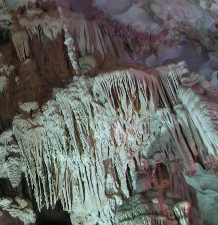 ฮาลองเบย์, เวียดนาม: Cave curtains