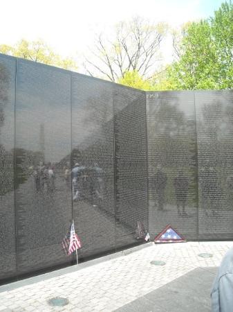 อนสรณ์ทหารผ่านศึกเวียดนาม: Vietnam War Memorial.