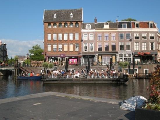 ไลเดน, เนเธอร์แลนด์: Leiden / The only evening I had time to relax - this was a nice terrace
