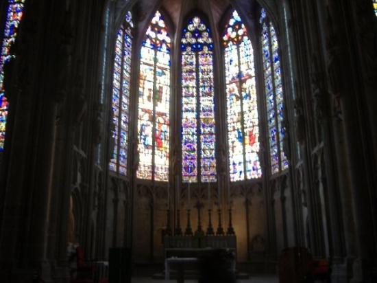 Église Saint-Nazaire: ---CARCASSONNE---  Vitrail dans la Basilique Saint-Nazaire.