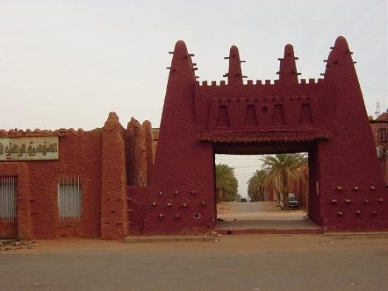 Timimoun, แอลจีเรีย: Bab Essoudane Porte du Soudan, de là on se dirigait jadis vers les profo,deurs de l'Afrique noir