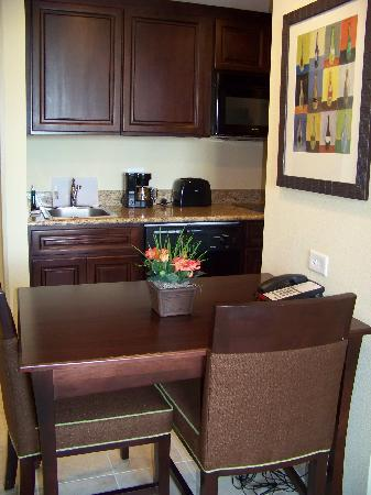 Homewood Suites by Hilton Lake Buena Vista-Orlando: Another view of Kitchen