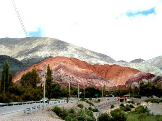 Purmamarca, อาร์เจนตินา: Provincia de Jujuy, Argentina. (Cerro de los Siete Colores)