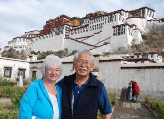 "ลาซา, จีน: 7th Century 13-story Potala Palace (""Vatican"" of Tibetan Buddhism)"