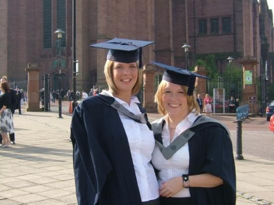 ลิเวอร์พูล, UK: Katie and Ellie at their gradution at Liverpool Cathedral