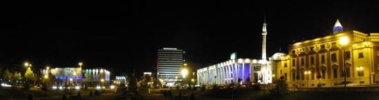 ติรานา, แอลเบเนีย: Нощна панорама 1