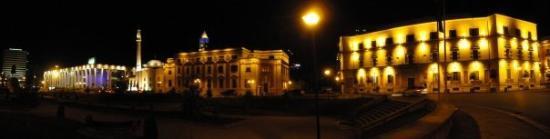 ติรานา, แอลเบเนีย: Нощна панорама 2