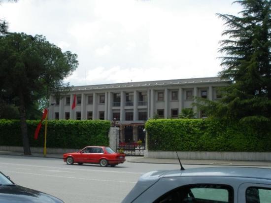 ติรานา, แอลเบเนีย: Президенството.