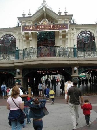 ดิสนีย์แลนด์ ปาร์ค: Following two weeks in the Vendee, we spent a couple of days at Disneyland Paris...
