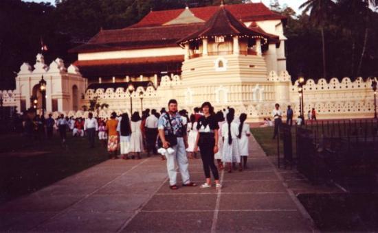 วัดพระเขี้ยวแก้ว: Königsschloss in Kandy, Sri Lanka