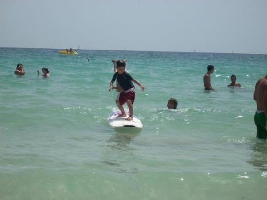 Calas de Majorca, สเปน: yoel surfeando