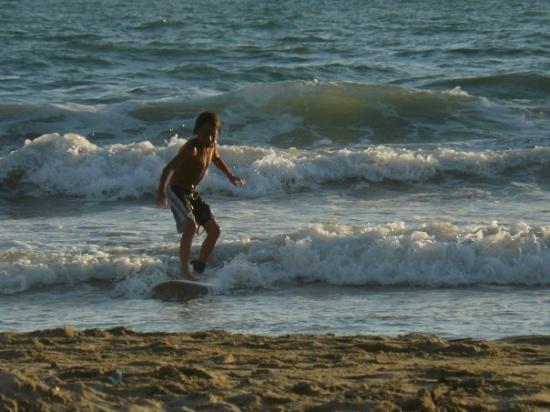 Calas de Majorca, สเปน: yago surfeando