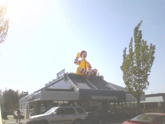 ไวต์ร็อก, แคนาดา: McDonald's in White Rock
