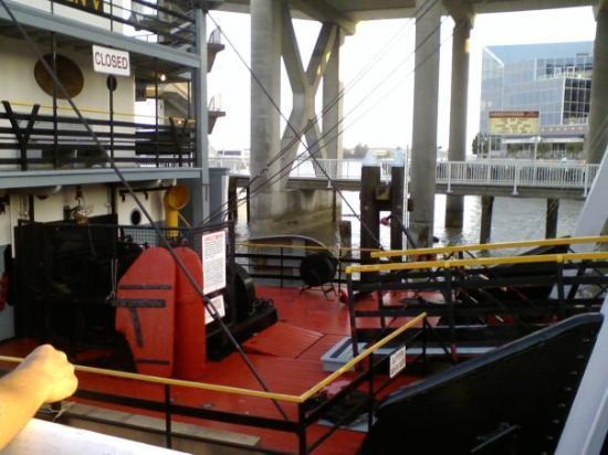 นิวเวสต์มินสเตอร์, แคนาดา: A Big wooden ship