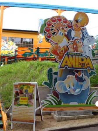 Omoriyama Zoo: ミニ遊園地の乗り物は、動物をモチーフにしてあるそうです