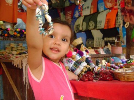 Palenque, เม็กซิโก: Andrea mostrando los recuerditos