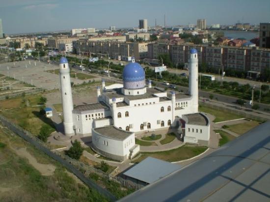 Atyrau, คาซัคสถาน: Mosque next to Renaissance