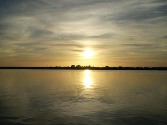 Atyrau, คาซัคสถาน: Sun down at the river