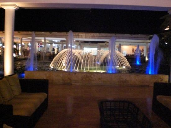 Catalonia Bavaro Beach, Casino & Golf Resort: fuente x la noche