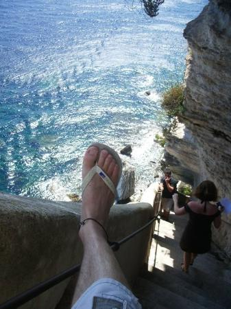 Bonifacio, ฝรั่งเศส: Mon pied droit descend l'escalier du Roi d'Aragon, 2009