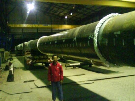 สุราบายา, อินโดนีเซีย: Pipa Ø1,2 meter panjangnya 40 meter..! cuma spindo yg mampu..