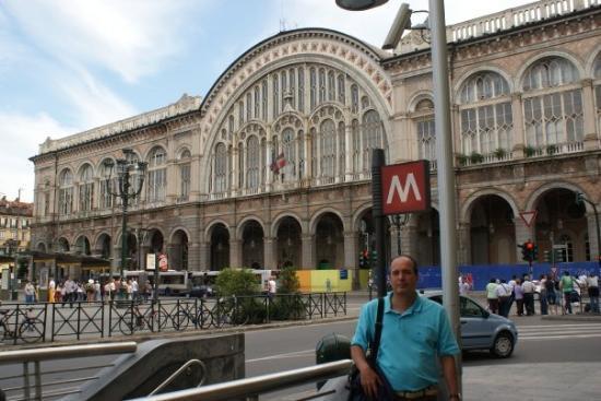 ตูริน, อิตาลี: Esatción Central de Torino