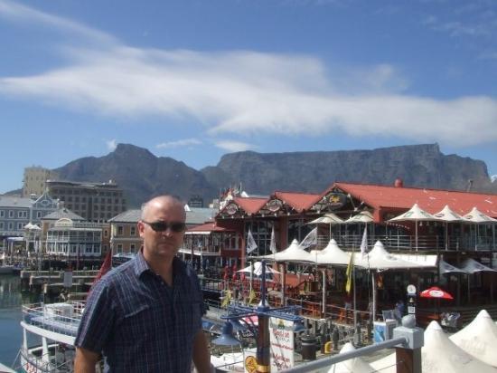 ใจกลางเมืองเคปทาวน์, แอฟริกาใต้: In front of Table Mountain, Cape Town, South Africa