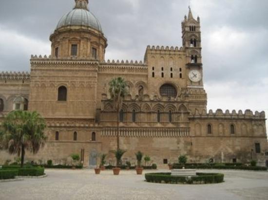 ปาแลร์โม, อิตาลี: la cattedrale dove è sepolto federico II