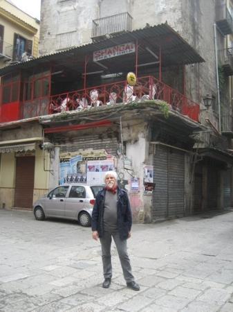 ปาแลร์โม, อิตาลี: sotto il famoso ristorante Shangai nella Vuccirria
