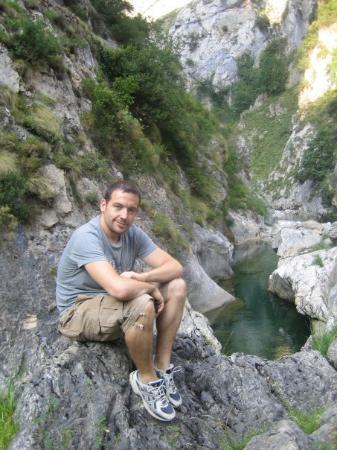Arenas de Cabrales, Spania: Y se nos acabó el agua. Nos quedamos a 2 kms. del final.