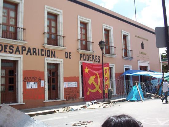 เม็กซิโกซิตี, เม็กซิโก: una banca asseragliata a Oaxaca