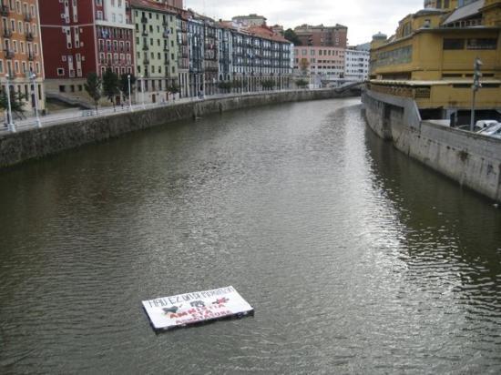 บิลบาว, สเปน: propaganda per l'amnistia per i prigionieri politici baschi